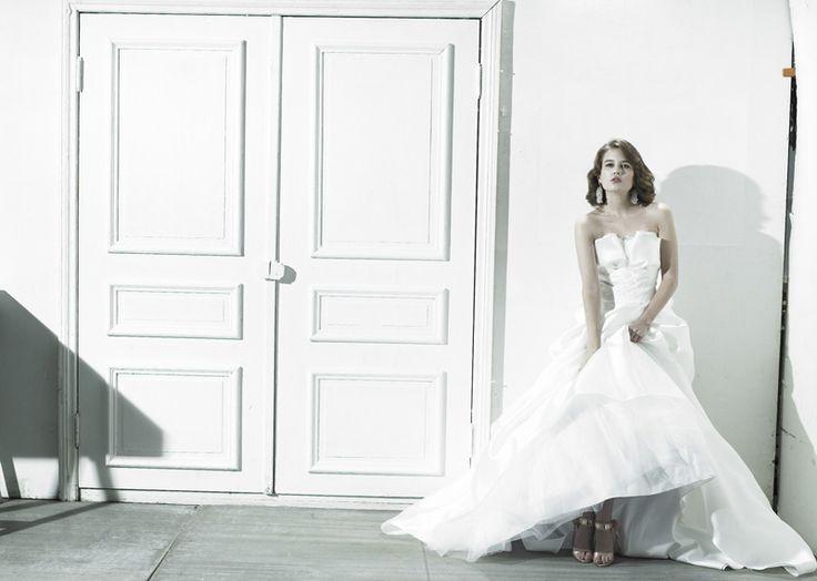 다이렉트웨딩 결혼준비 아뜰리에로리에 드레스사진08.jpg 수많은 예술작품에서 영감을얻어 드레스라인을 디자인하는 아뜰리에로리에 웨딩입니다