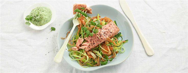 Ovnsbakt laks med grønnsaksspaghetti og spinatrømme med lime <3  Dette var godt! Anbefales :)  https://kiwi.no/Oppskrifter/Ovnsbakt-laks-med-gronnsaksspaghetti-og-spinatromme-med-lime/