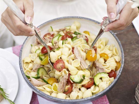 Thunfisch-Nudelsalat ist ein Rezept mit frischen Zutaten aus der Kategorie Nudelsalat. Probieren Sie dieses und weitere Rezepte von EAT SMARTER!