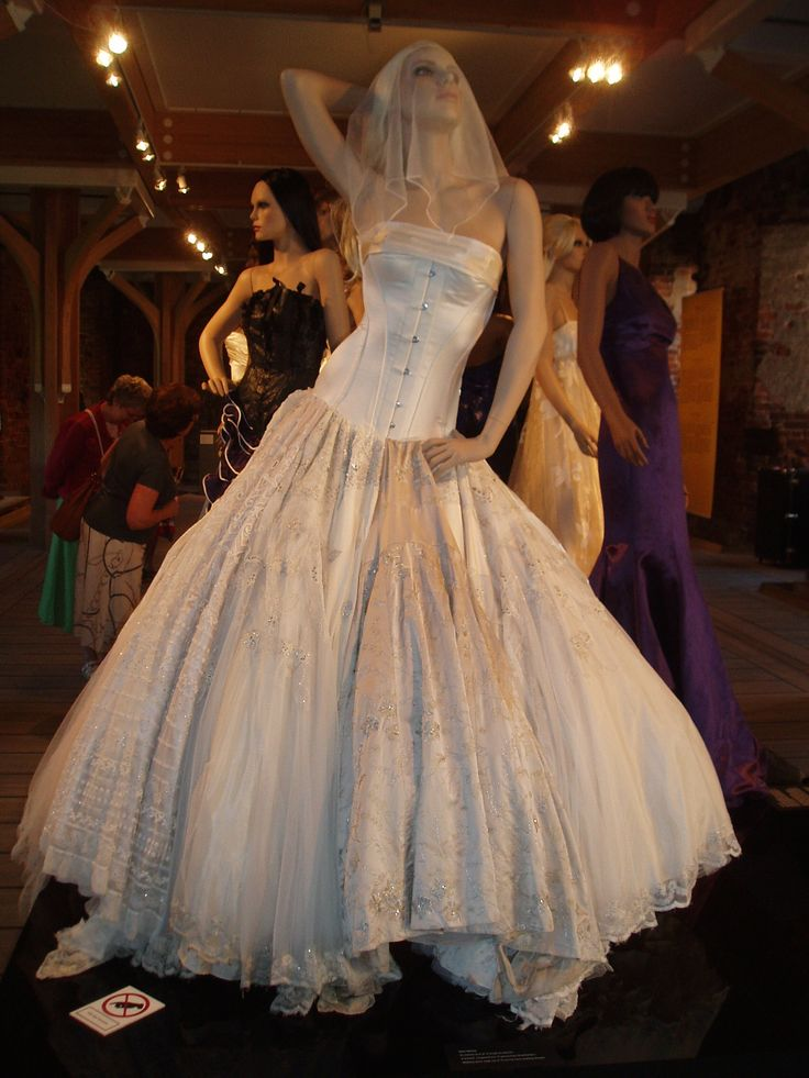Gary Harvey | ECO COUTURE, Green and sustainable design |Photographs from exhibition at Koldinghus, Denmark