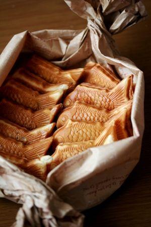 Taiyaki, Japanese fish-shaped pancake filled with red bean paste たい焼き