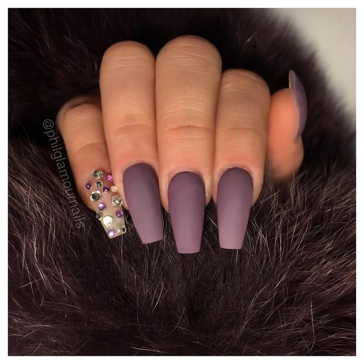 matte purple coffin nails. love