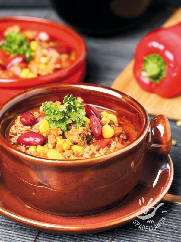 Se amate la cucina tex-mex cimentatevi nella preparazione del Chili messicano con carne, fagioli e mais: niente di più stuzzicante per il palato!