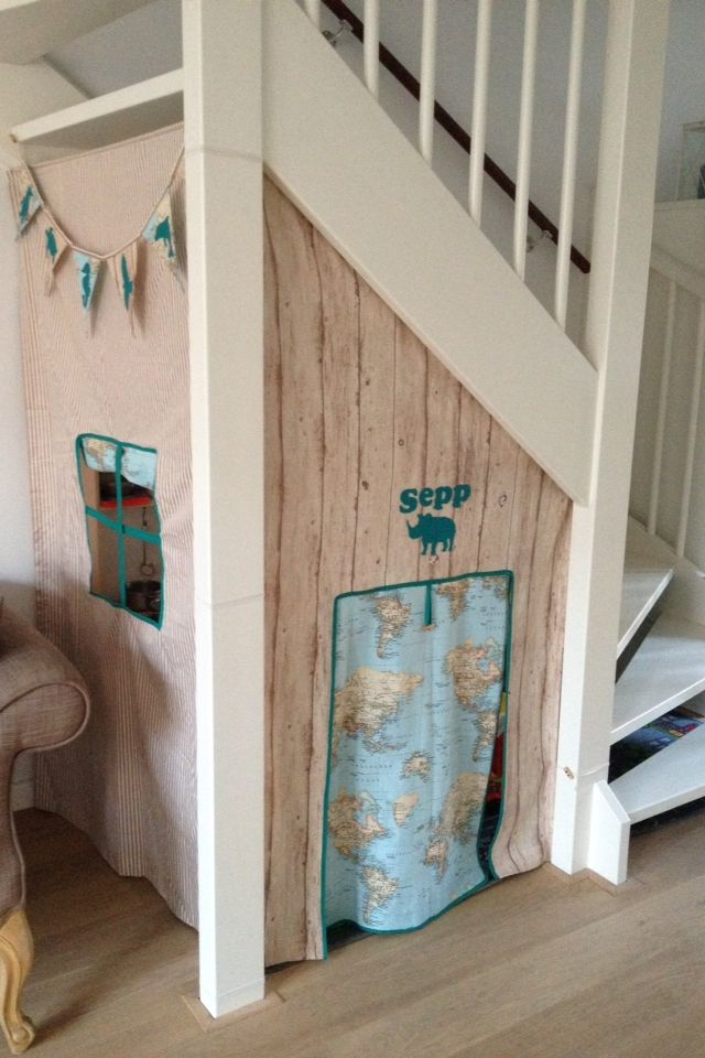 Meer dan 1000 idee n over kartonnen speelhuis op pinterest kartonnen huizen kartonnen dozen - Wand trap ...