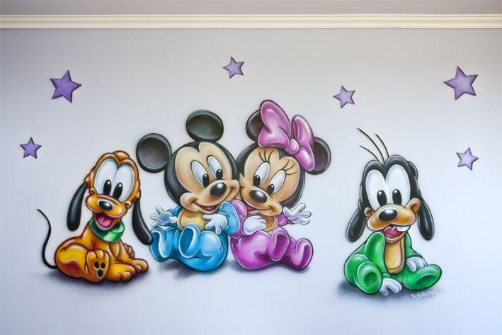 Vrolijke R-BRUSH baby muurschildering in de babykamer...