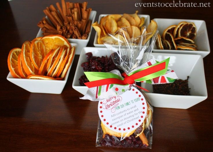 Homemade Christmas Potpourri Recipe & Free Printable Gift Tag - events to CELEBRATE!