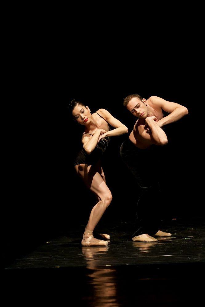 Photo gallery of Czech National Ballet's triple bill: Rain, Vertigo and Cacti - Matej Sust and company in Rain