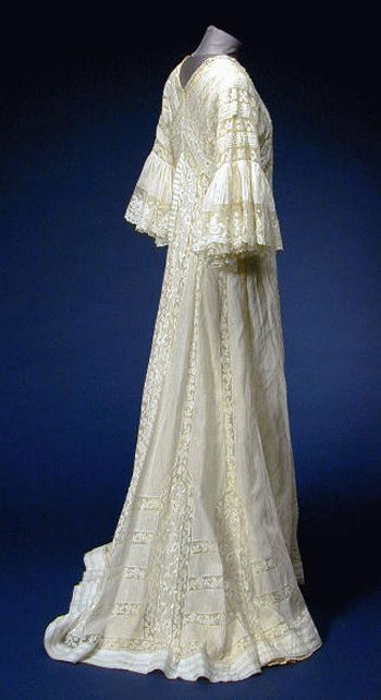 White Mull Ruffled Sleeve Peignoir  French, early 20th century
