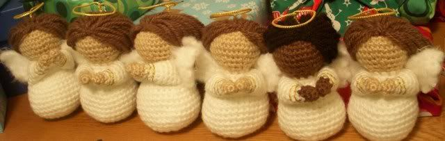 Amigurumi Angel - Tutorial - Love these, but they look a bit hard... Beautiful Christmas Decoration!