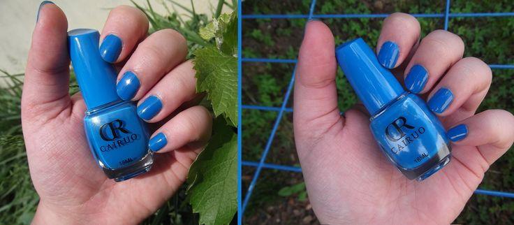 CR Cairuo, Blueberry 18-as árnyalat, 18ml / Nagyon megszerettem a CR-lakkokat, a színeik miatt. :) Ez a kék is nagyon hozzám nőtt, rengeteg világoskék cuccom van, ahhoz pedig számomra elengedhetetlen ez a körömlakk, esetleg pluszban valamilyen fehér mintával megspékelve - igazán jól néz ki. :) A tartóssága semmi extra, akárcsak a többi CR-es, lepattogzás nélkül ez sem bírja tovább kb. 2 napnál...