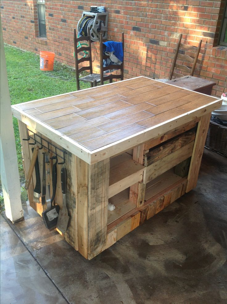 Pallets bbq preparation grill table out of pallets for Table pour plancha inox