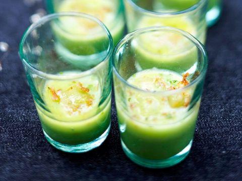 Groen soepje met een verrassingspakketje.....Erwtenvelouté met gebakken ravioli
