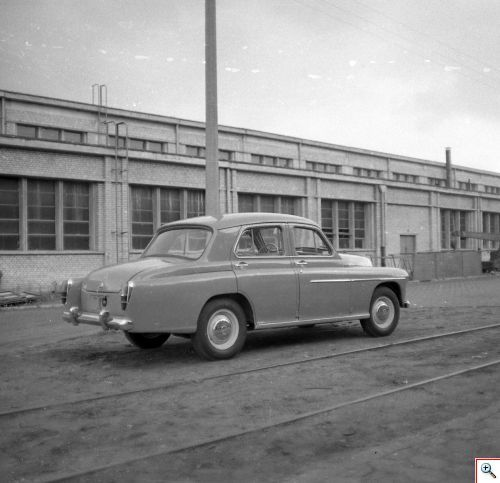 Czwarty, nieznany prototyp Warszawy sedan