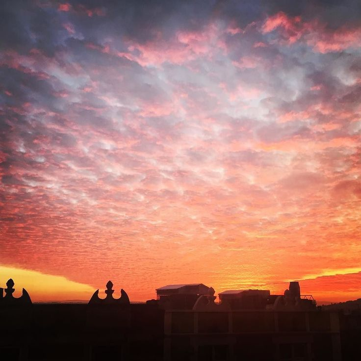 Super sunset over #Bristol tonight! The wonders of this incredible planet are closer than we think