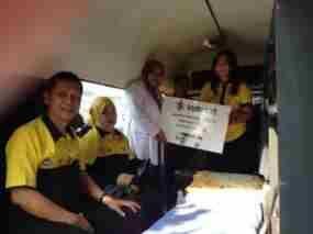 terkini Indosat Hadirkan Mobil Klinik Ceria untuk Pengungsi Sinabung