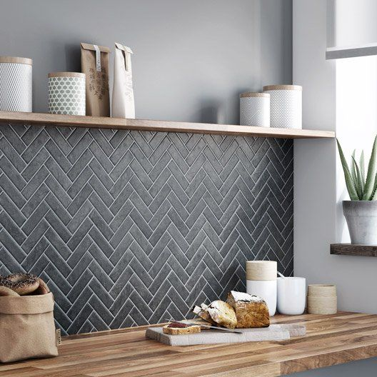 Best 10 chevron tile ideas on pinterest herringbone for Carrelage sol noir brillant