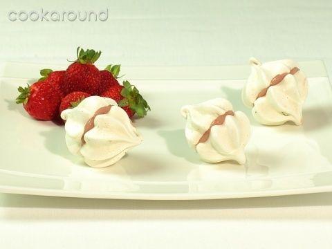 Baci gentili con crema alla fragola: Ricette Dolci | Cookaround