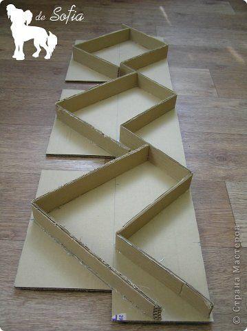 Доброго времени суток! Хочу поделиться с Вами способом изготовления такого стеллажа из гофрированного картона. Идея не моя, подобный мастер-класс был найден мной на сайте «Ярмарка Мастеров», его автор — Елена Никитина. Думаю, мой небольшой урок пригодится и на нашем сайте. Ну что же, начнём? :) фото 16