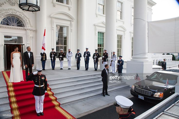 Washington, D.C. On Tuesday, August 2, First Lady Michelle Obama, and President Barack Obama, await the dinner arrival of Singapore Prime Minister Lee Hsien Loong. and his wife, Mrs. Lee Hsien Loong, in honor of their State visit to the White House.