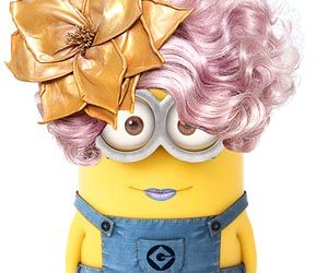Effie de Hunger Games as a minion... o un minion convertido en Effie, jajaja via NextMovie