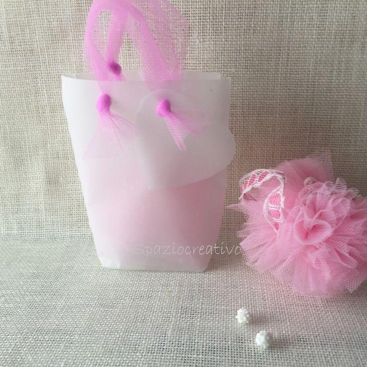 Sacchetto in carta pergamena operata con fiocco in tulle rosa : Bomboniere di spazio-creativo