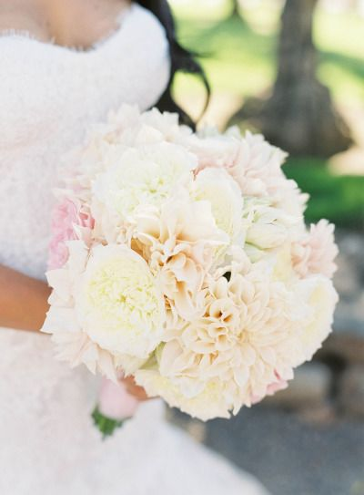 Gorgeous bouquet: http://www.stylemepretty.com/2015/04/08/glamorous-tented-sonoma-winery-wedding/ | Photography: Jen Huang - http://jenhuangphoto.com/