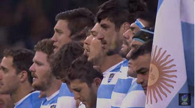 Mira la emoción y las lagrimas de los Pumas antes de hacer historia cantando el Himno