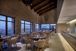Το εστιατόριο Flame στην Costa Navarino, ανοίγει φέτος και στο Blue Palace Resort & Spa, Ελούντα