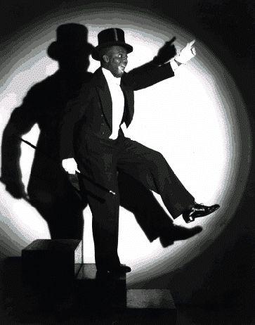 """25.5. Medzinárodný deň stepu   Vyhlásila ho Medzinárodná stepárska asociácia (ITA), spája sa s dátumom narodenia černošského tanečníka a herca Billa """"Bojanglesa"""" Robinsona (25. máj 1878, Richmond - 25. november 1949, New York), ktorý zmodernizoval step."""