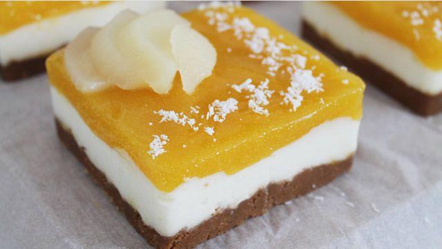 Entremet poire, mangue, craquant au spéculoos _ http://www.cuisineaz.com/dossiers/cuisine/desserts-gateaux-noel-14481.aspx