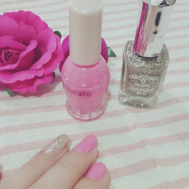 久しぶりにネイルをしてみましたよ((﹡ˆ︶ˆ﹡))♬* かわいいピンクとシルバーラメを買いました💅💞 爪を塗ると気分上がりますね❥ ❥ ❥ #ネイル #セルフネイル #マニキュア #ピンク #シルバーラメ #春 #プチプラ #コスメ