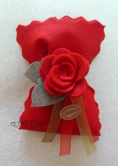sacchetto feltro rosso bomboniera feltro laurea feltro pannolenci cucito a mano