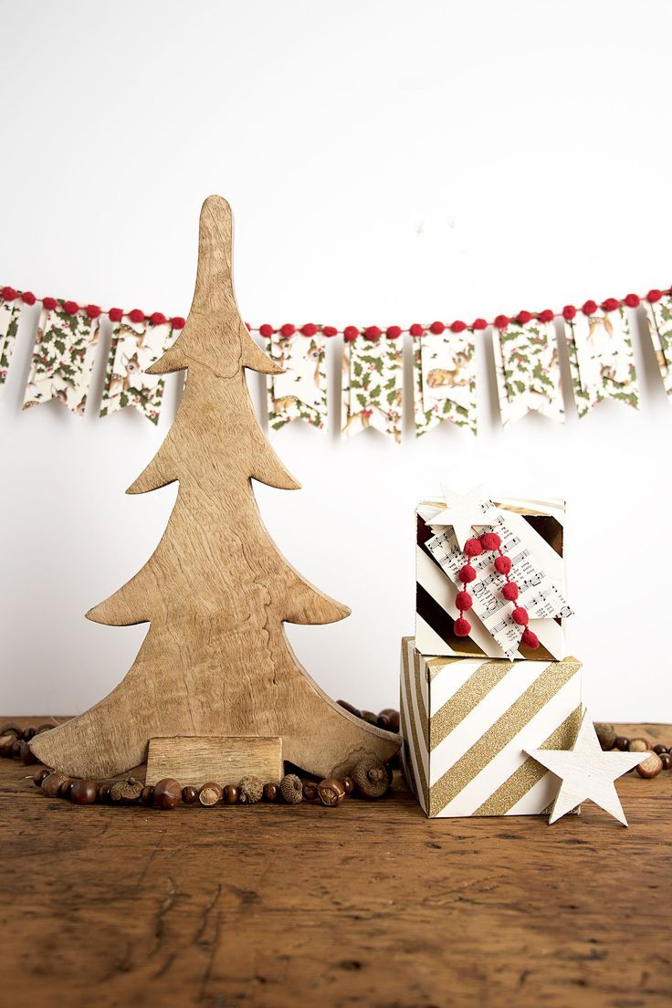 Best 25 diy christmas banner ideas on pinterest diy christmas add a little vintage holiday flair to your decorating with this easy diy christmas banner solutioingenieria Choice Image