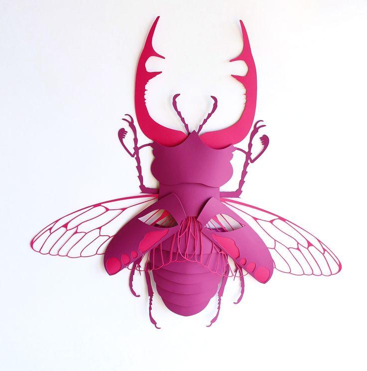 Masque en papier découpé - concours Arjowiggins - Scarabée rose - montage papier
