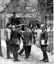 El hombre que quiso matar a Hitler, retratado por su hijo  Berlín, 20 de julio de 1944: el coronel alemán Claus von Stauffenberg intenta matar de un bombazo a Hitler. Cree que es «lo mejor para Alemania». Falla. Es fusilado. Hoy, su hijo Berthold lo recuerda todo