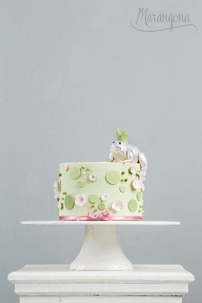 Titti design cake by Marangona | frog decoration from sugar | covered by fondant | www.marangona.hu
