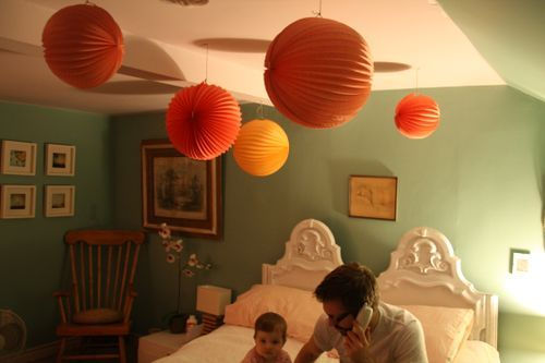 Nice Paper Lanterns Bedroom Design Once again we have to take a look at the interior design of bedroom idea. As you have read in some articles about bedroom idea, there are many kinds o...