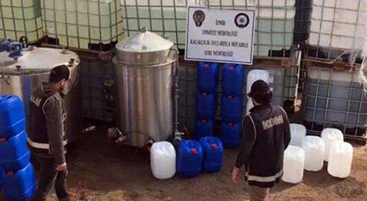 Türkiye tarihinin en büyük sahte içki operasyonu… 100 ton hammadde, 40 ton sahte içki ele geçirildi.. İZMİR'in Bornova ve Kemalpaşa ilçelerinde polis tarafından bir şebekeye yönelik düzenlenen operasyonda, sahte içki üretiminde kullanılan 40 ton sahte rakı ve viski ile 100 ton hammadde ele geçirildi. Emniyet yetkilileri, ele geçirilen sahte içkinin, Türkiye'de şimdiye kadar yapılan operasyonlarda …