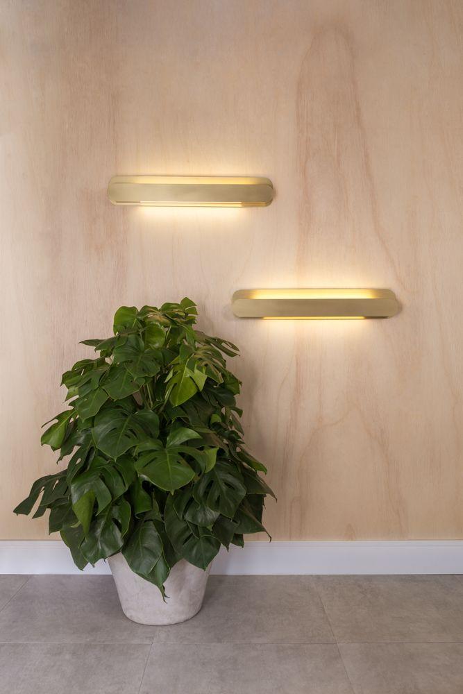 Golden-Art P620-60 Arandela Barra Linear 80cm Uma solução minimalista e simples para complementar o ambiente com leveza: a Arandela de parede Barra se destaca pelo uso das lâmpadas T8 LED de 60cm e 120cm e pela variedade de opções de acabamento.