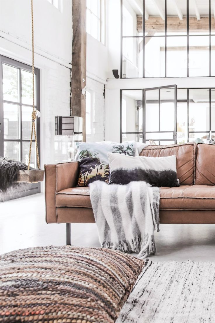 Love this industrial concept with cognac leather sofa, industrial Windows and afcourse a swing in The room!