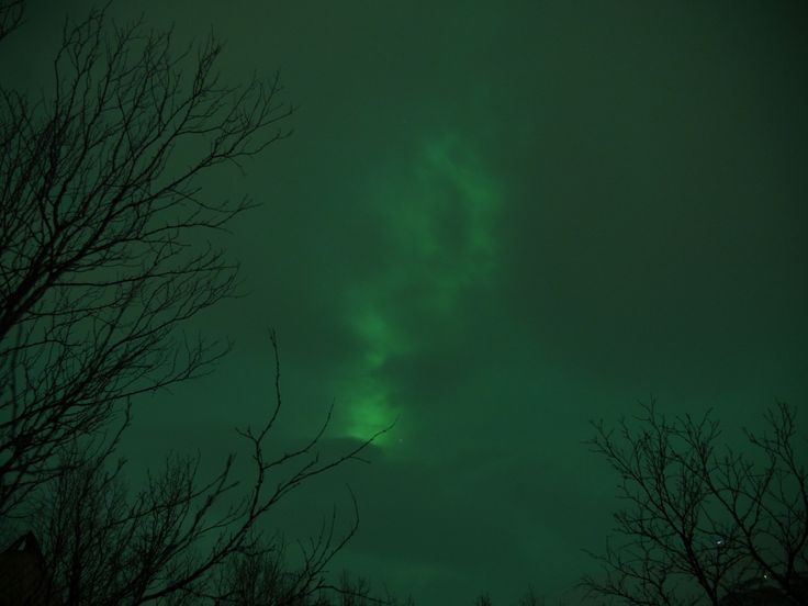 Forte Aurora Boreale dietro le nuvole - Strong Northern Lights behind the clouds (Riccardo Tebano, Abisko)