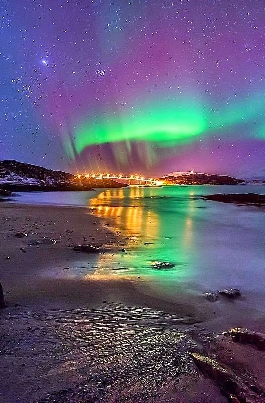 Aurora moonset     Aurora borealis, Sommaroy, Norway