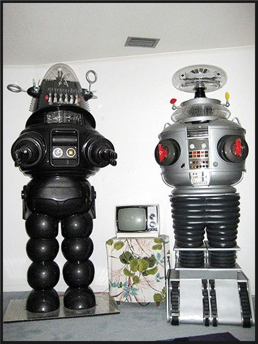 Robby el robot de -El planeta prohibido- y el Robot de -Perdidos en el espacio