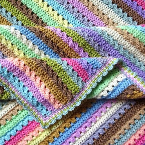 Cupcake Stripe BlanketThis crochet pattern / tutorial is available for free... Full Post: Cupcake Stripe Blanket