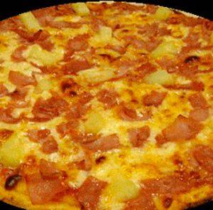 Гавайская пицца. Гавайская пицца это очень тонкая пицца с хрустящей запеченной корочкой и ароматной заправкой из помидоров, бекона, ветчины перца халапеньо и сочных ананасов. http://siteculinary.ru/news/2013-05-26-222