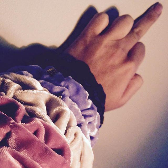 Favourite finger 🖕🏽 #scrunchie #velvet #silk #pastels #handmade #hair #madeinoslo #emiliethwin #kampen #tøyen #grønland #grünerløkka #oslo