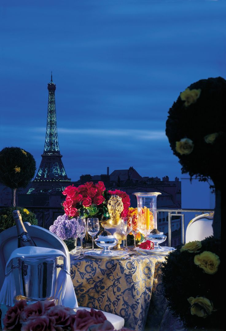 Romantic dinner overlooking the Eiffel Tower...on the roof top of the Four Seasons Hotel George V #TartDreamDestinationFavorite Places, Seasons George, Eiffel Towers, Hotels George, Seasons Hotels, Romantic Places, Beautiful Places, Four Seasons Hotel, Paris Hotels