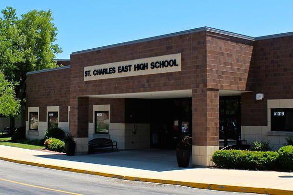 3. Bud,Eloy,Cassie,Janna,Kenneth,Lynn en Tanya zitten op het Twinstone High School.