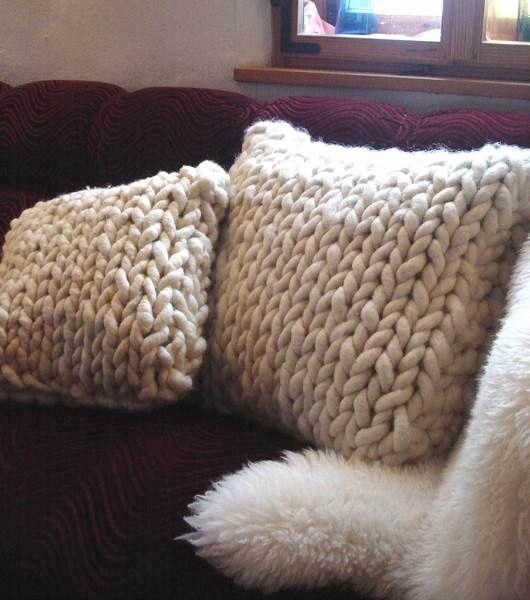 ber ideen zu strickkissen auf pinterest gestrickte kissen von hand stricken und stricken. Black Bedroom Furniture Sets. Home Design Ideas