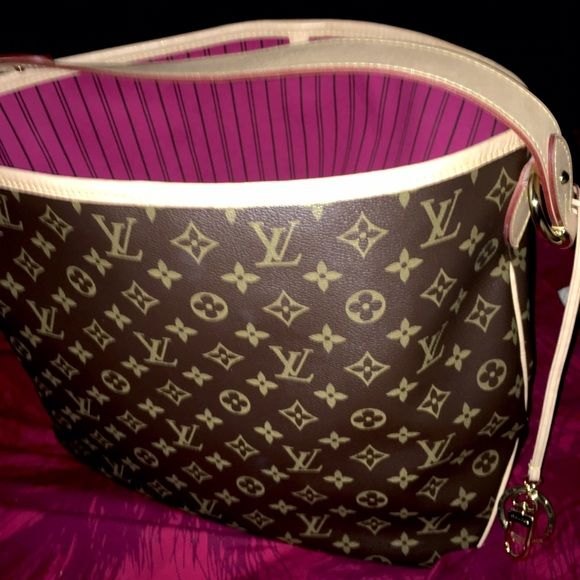 Louis Vuitton Delightful MM Louis Vuitton Delightful MM in monogram canvas. Purchased in February 2016 from LV's website. Box, receipt, and paperwork included. ️️ / Trade for LV optional :) Louis Vuitton Bags Shoulder Bags
